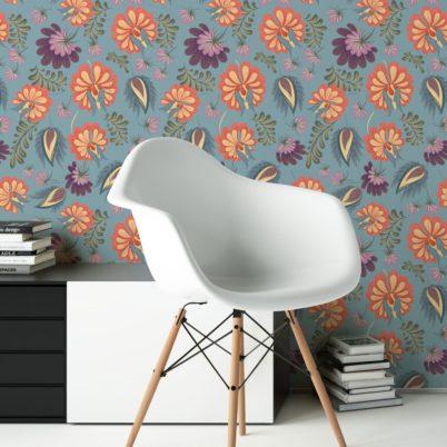 Edle florale Tapete mit großen Blüten auf hellblau angepasst an Farrow & Ball Wandfarbe Stone Blue - Vliestapete Blumen