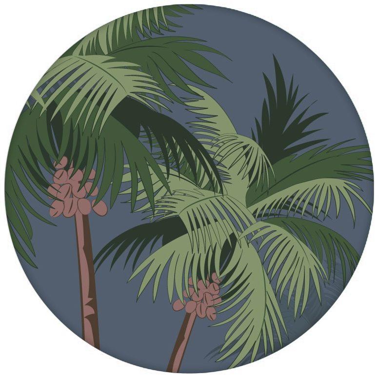 """Üppige Strand Design Tapete """"im Palmenhain"""" mit großen Palmen auf blau Vliestapeten Wandgestaltungaus dem GMM-BERLIN.com Sortiment: blaue Tapete zur Raumgestaltung: #FarrowandBall #Meer #Reise #sommer #Strand #Südsee #Trend für individuelles Interiordesign"""
