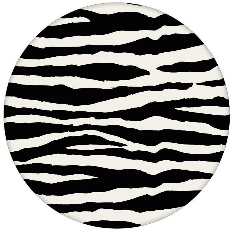 Gestreifte, Afrika Zebra Design Tapete im Fell Look Vliestapete Wandgestaltungaus dem GMM-BERLIN.com Sortiment: schwarze Tapete zur Raumgestaltung: #afrika #FarrowandBall #Reise #Trend #wild #wildlife #zebra für individuelles Interiordesign