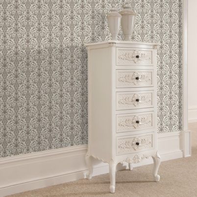 Dezent üppige Tapete mit klassischem Damast Muster auf grau angepasst an Little Greene Wandfarben- Vliestapete Ornamente