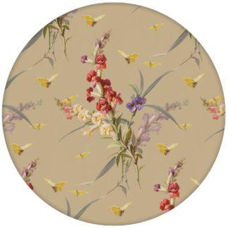 """""""Blissful Spring"""" - Edle Vintage Blumen Tapete mit Schmetterlingen auf beige Vliestapete Blumen für Wohnzimmeraus dem GMM-BERLIN.com Sortiment: beige Tapete zur Raumgestaltung: #beige #blumen #FarrowandBall #fruehling #tapete #vintage für individuelles Interiordesign"""