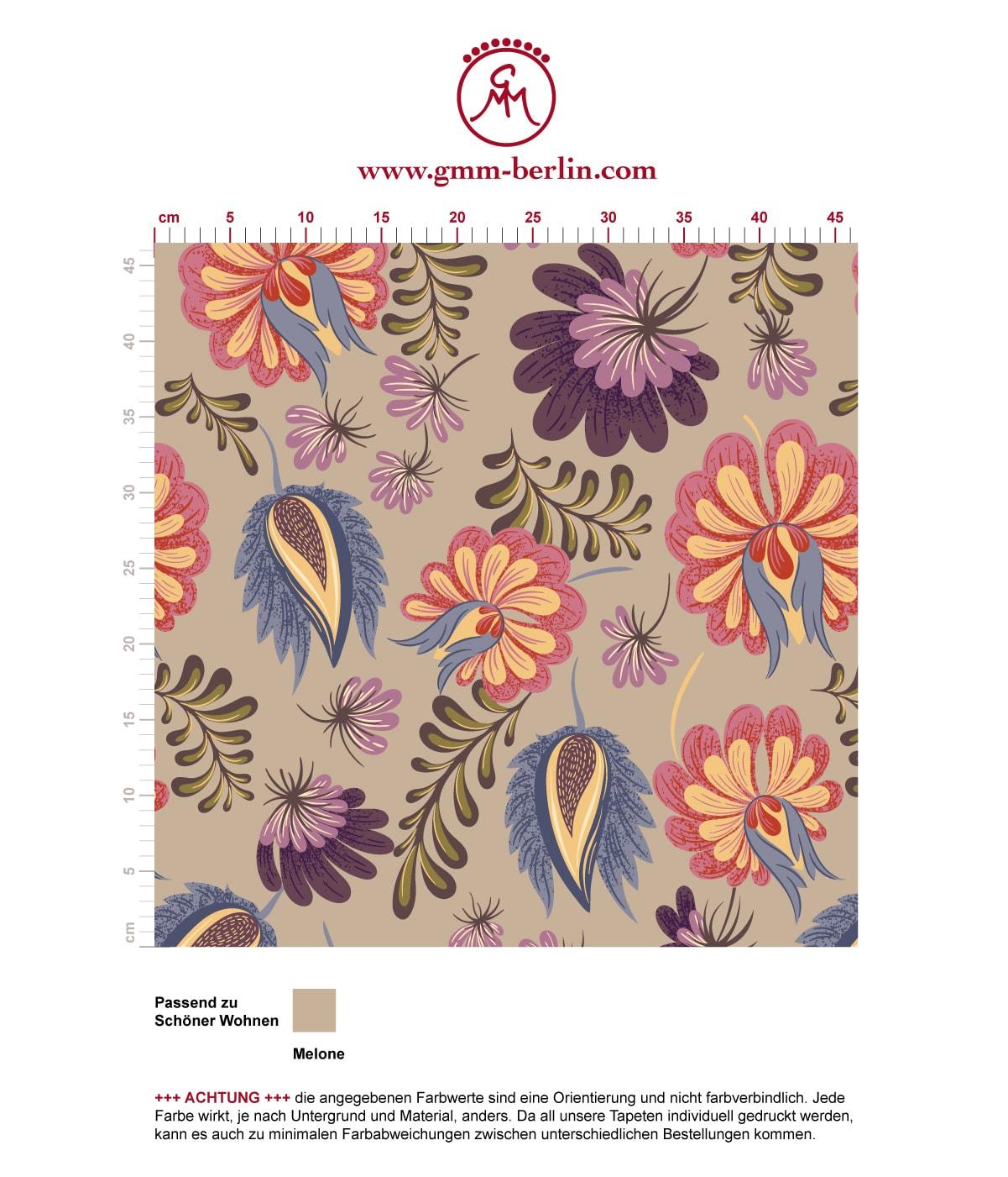 Florale Tapete mit großen Blüten auf beige angepasst an Schöner Wohnen Wandfarbe Melone. Aus dem GMM-BERLIN.com Sortiment: Schöne Tapeten in creme Farbe