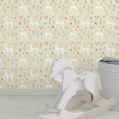 Klassische Kinder Tapete mit magischem Einhorn zum Träumen auf beige angepasst an Little Greene Wandfarben- Vliestapete Tiere