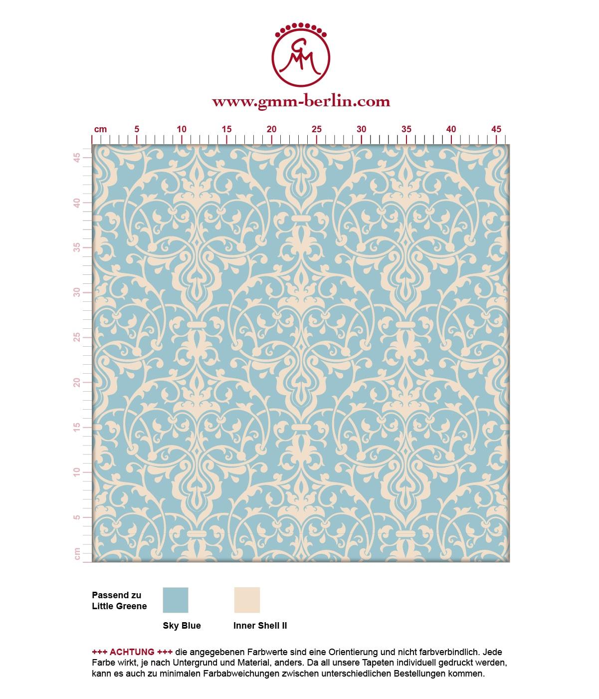 Hellblaue, dezent üppige Tapete mit klassischem Damast Muster angepasst an Little Greene Wandfarben. Aus dem GMM-BERLIN.com Sortiment: Schöne Tapeten in creme Farbe