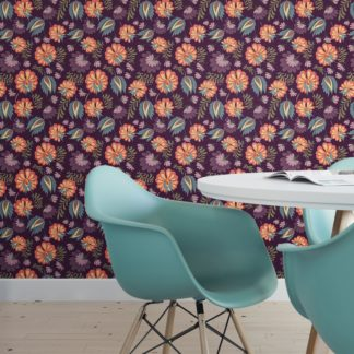 Schöne Tapete mit großen Blüten auf lila violett angepasst an RAL Wandfarbe - Vliestapete Blumen