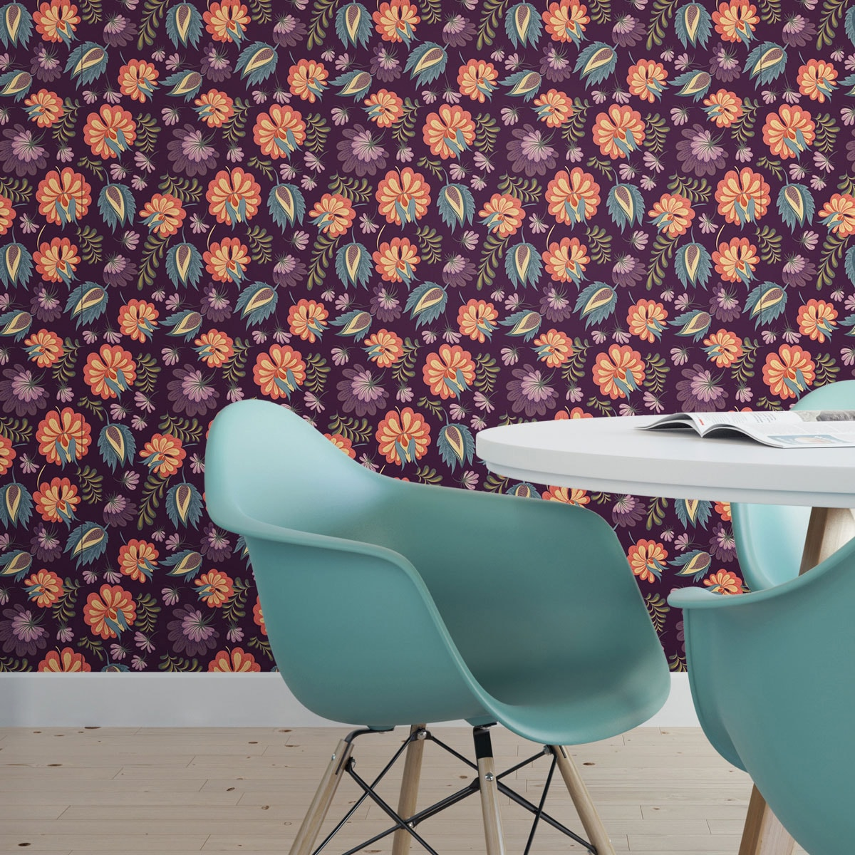 Wandtapete violett: Schöne Tapete mit großen Blüten auf lila violett angepasst an RAL Wandfarbe - Vliestapete Blumen