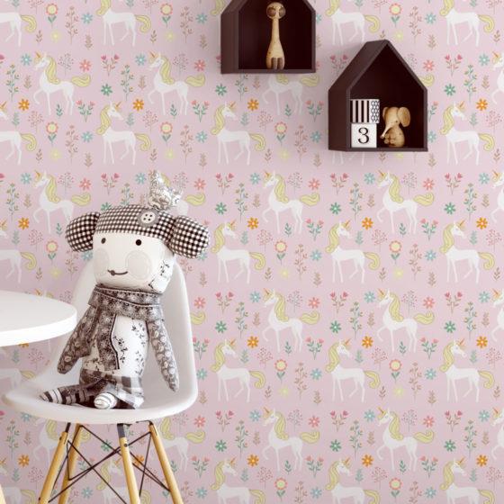 Kinder Traum Tapete mit magischem Einhorn auf rosa angepasst an Little Greene Wandfarben- Vliestapete Tiere