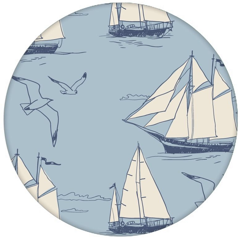 """""""Die Regatta"""" - klassische Segler Design Tapete """"Die Regatta"""" mit Segelbooten und Möwen auf blau Vliestapete maritime Wandgestaltung aus den Tapeten Neuheiten Borten und Tapetenmotive als Naturaltouch Luxus Vliestapete oder Basic Vliestapete"""