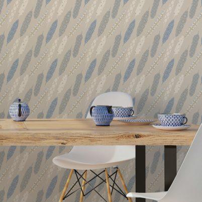 "Wandtapete creme: Beige moderne Tapete ""Fancy Feathers"" mit dekorativem Feder Muster angepasst an Farrow and Ball Wandfarben"