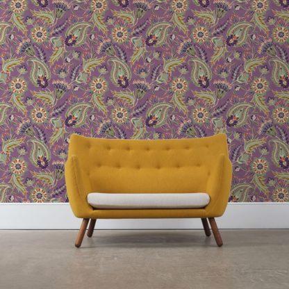 "Wandtapete violett: Groß gemusterte lila Designer Tapete ""Classic Paisley"" mit dekorativem Blatt Muster angepasst an Ikea Wandfarben"