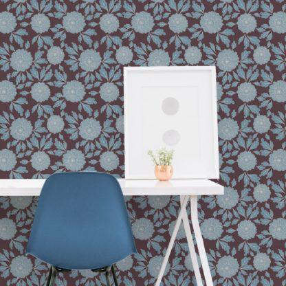 """Wandtapete dunkel braun: Eleganter Tapeten Klassiker braun """"Pompadour Dahlien"""" mit edlen Blüten angepasst an Little Greene Wandfarben"""