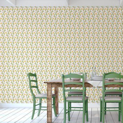 "Wandtapete weiss: Groß gemusterte klassisch frische Tapete ""Happy Peas"" mit blühenden Erbsen Ranken angepasst an Farrow and Ball Wandfarben"