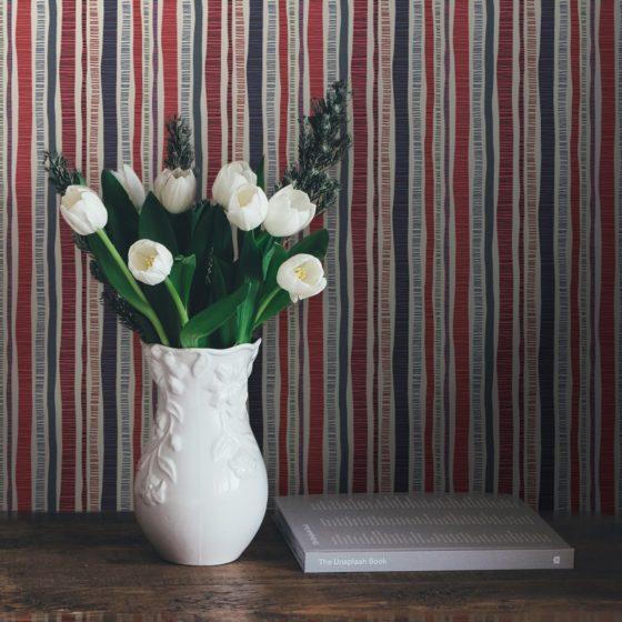 """Bunte Streifentapete """"Dotted Lines"""" in blau rosa für Wohnzimmer Küche Büro"""