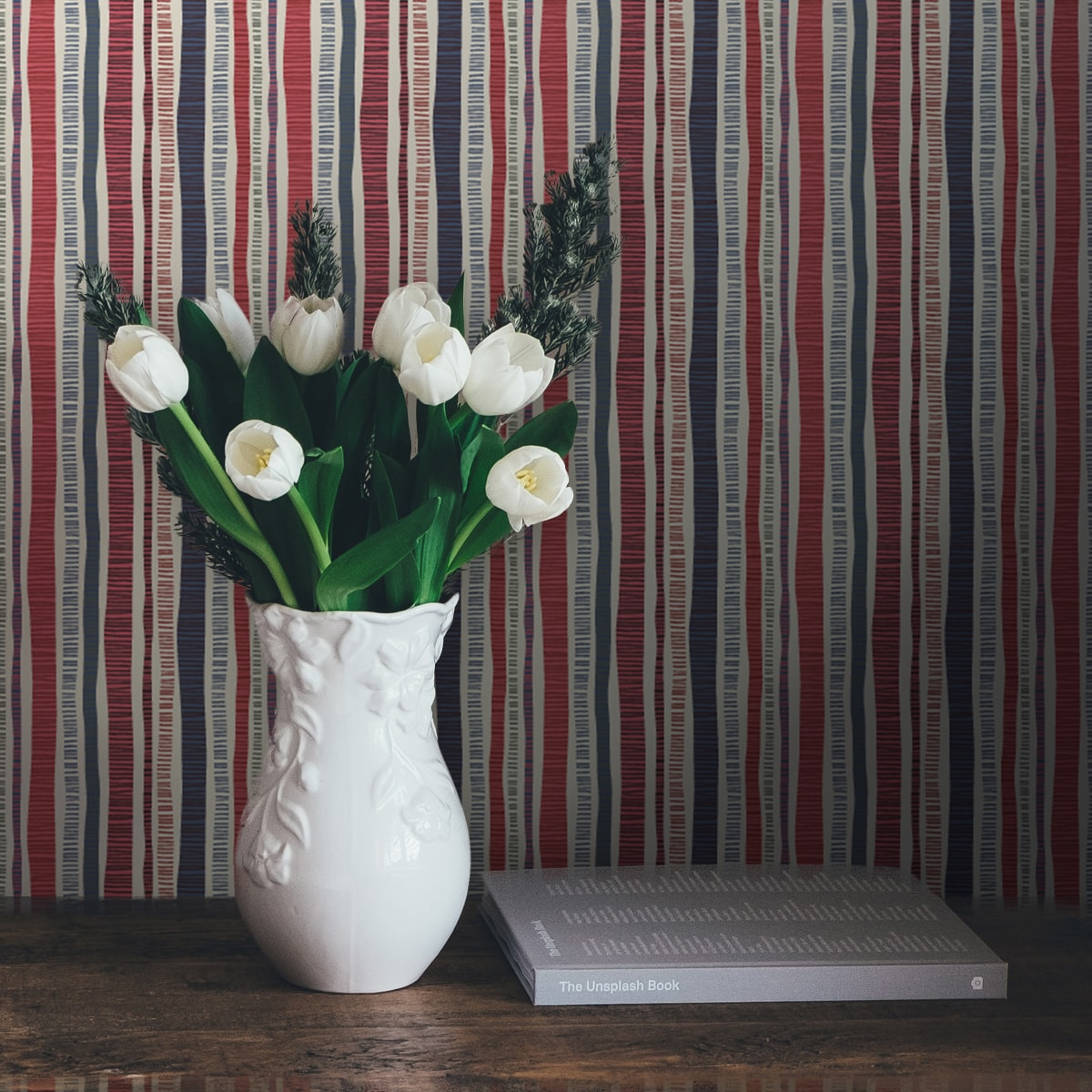 """Küchentapete rot: Bunte Streifentapete """"Dotted Lines"""" in blau rosa für Wohnzimmer Küche Büro"""