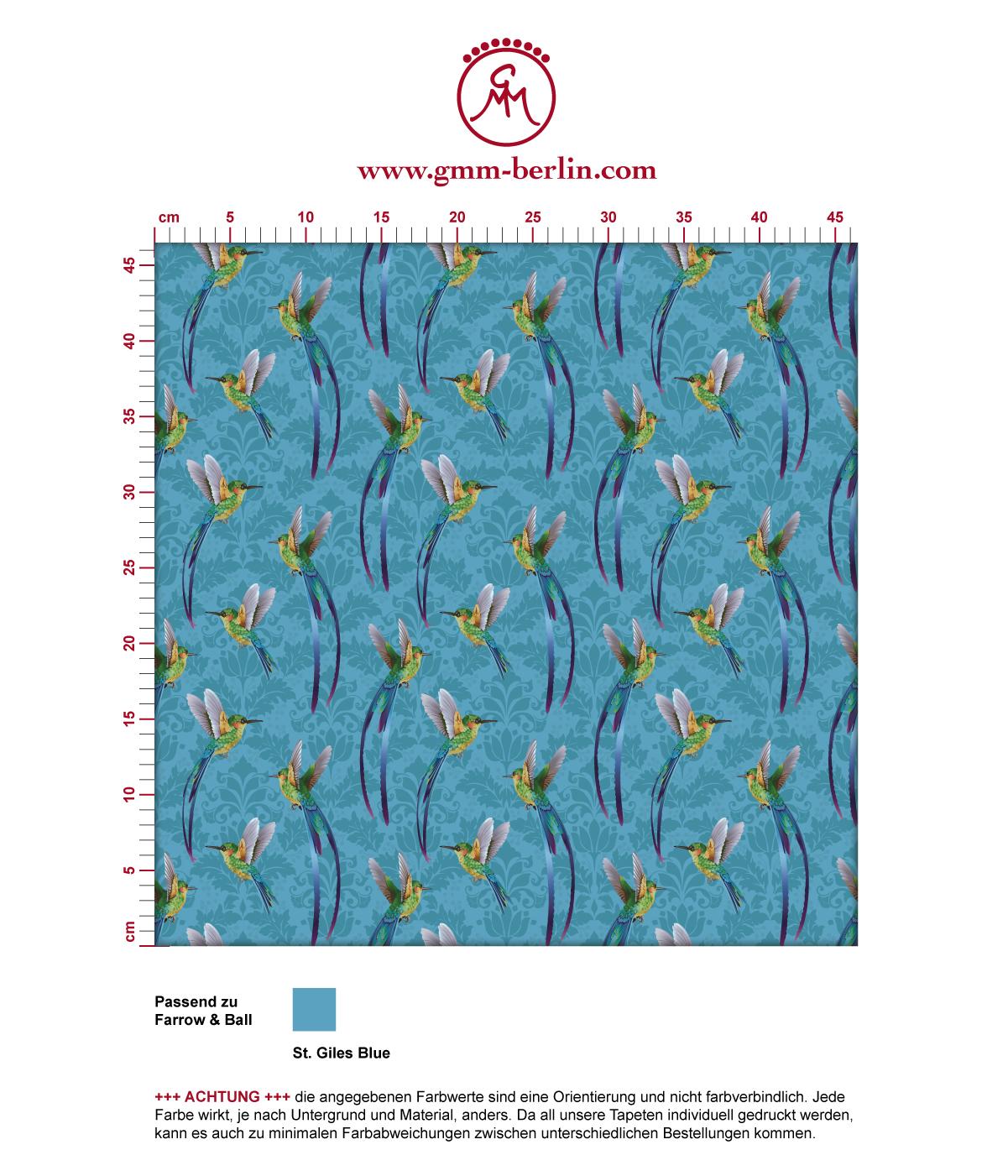 """Türkise Tapete """"Damast-Elfen"""" mit fliegenden Kolibris über klassischem Damast Muster angepasst an Farrow & Ball Wandfarben"""