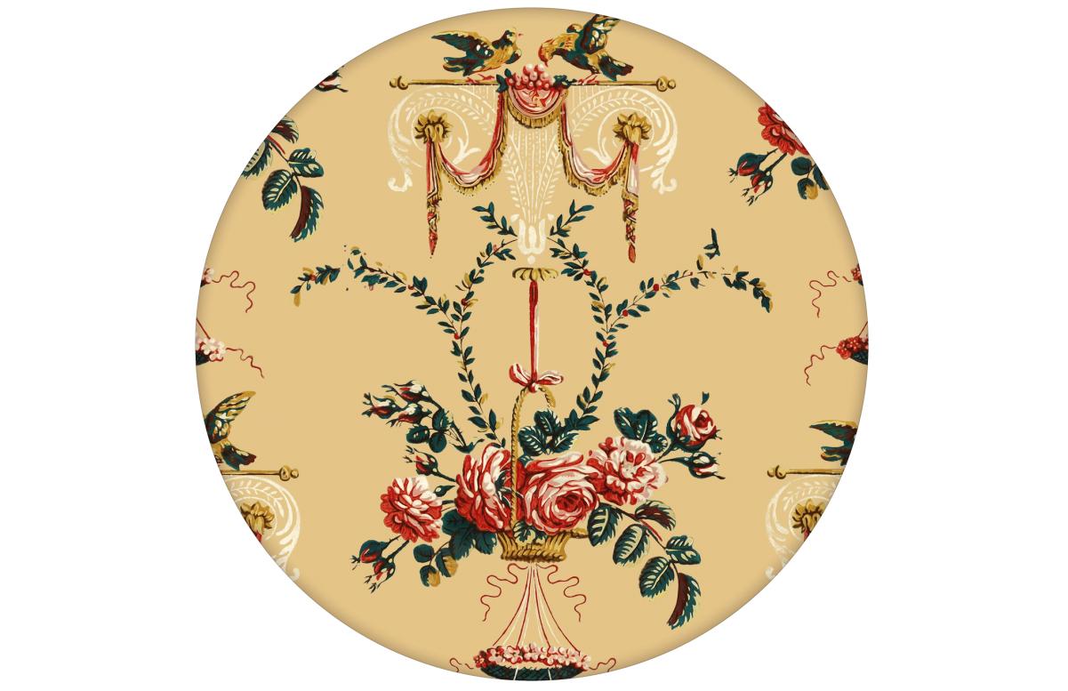 """Elegante Tapete """"Pure Rococo"""" mit üppigen Rosen, Tauben und Blumen Kränzen in gelb"""