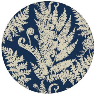 """Traumhafte Design Tapete """"Heidis Fernerie"""" mit großem Farn Muster blauaus dem GMM-BERLIN.com Sortiment: blaue Tapete zur Raumgestaltung: #blau für individuelles Interiordesign"""