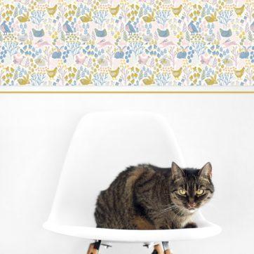 """Land Design Tapete """"Hoppelgarten"""" mit fröhlichen Hühnern, Hasen, Blumen Wandgestaltung Küche Bad Kinderzimmer"""