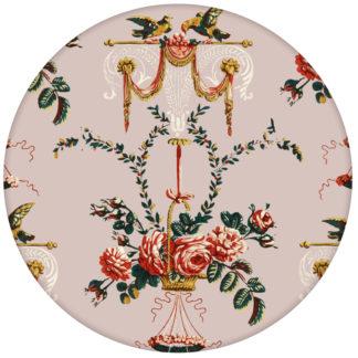"""Ornament Tapete """"Pure Rococo"""" mit Rosen, Tauben und Blumen Kränzen in rosaaus dem GMM-BERLIN.com Sortiment: rosa Tapete zur Raumgestaltung: #rosa für individuelles Interiordesign"""