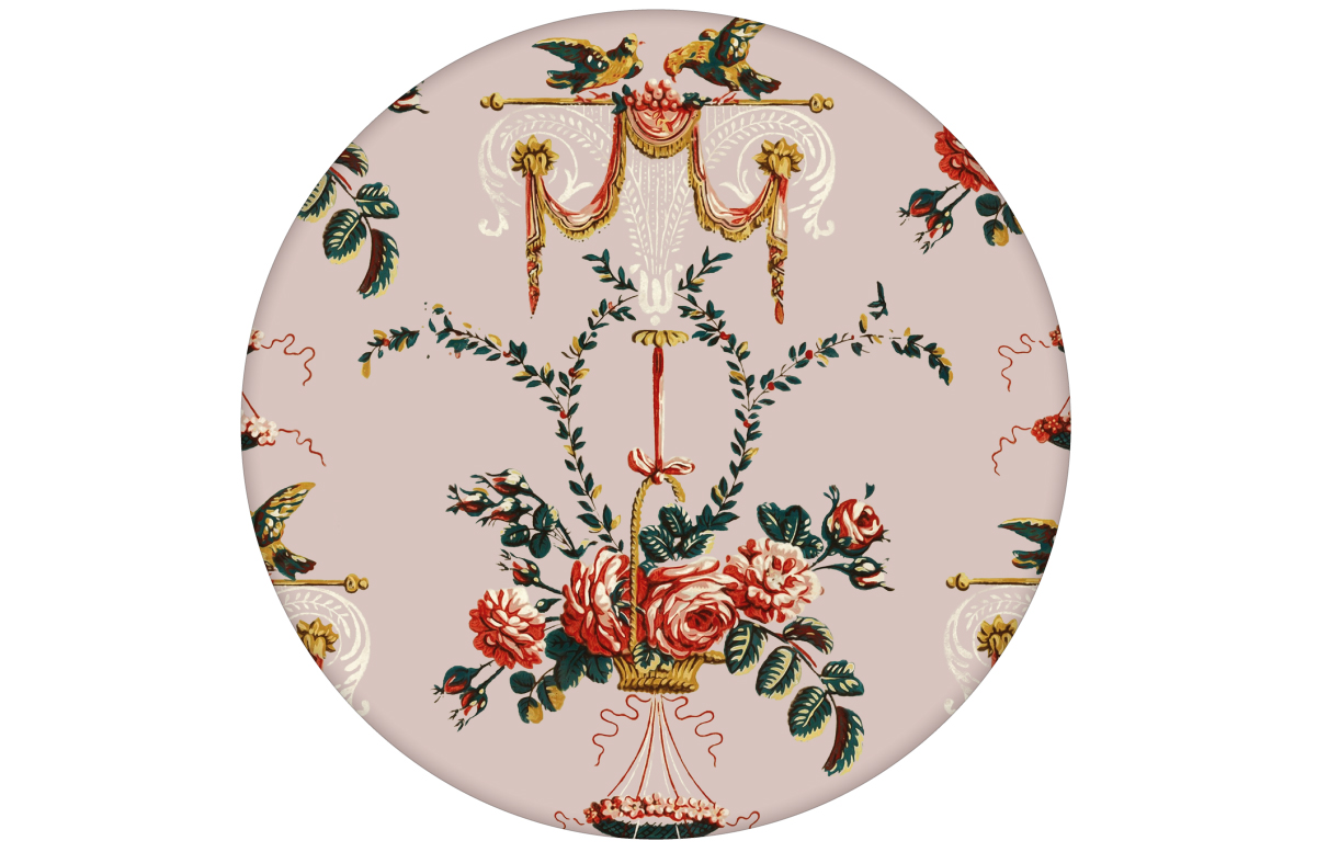 """Tapete """"Pure Rococo"""" mit üppigen Rosen, Tauben und Blumen Kränzen in rosa"""
