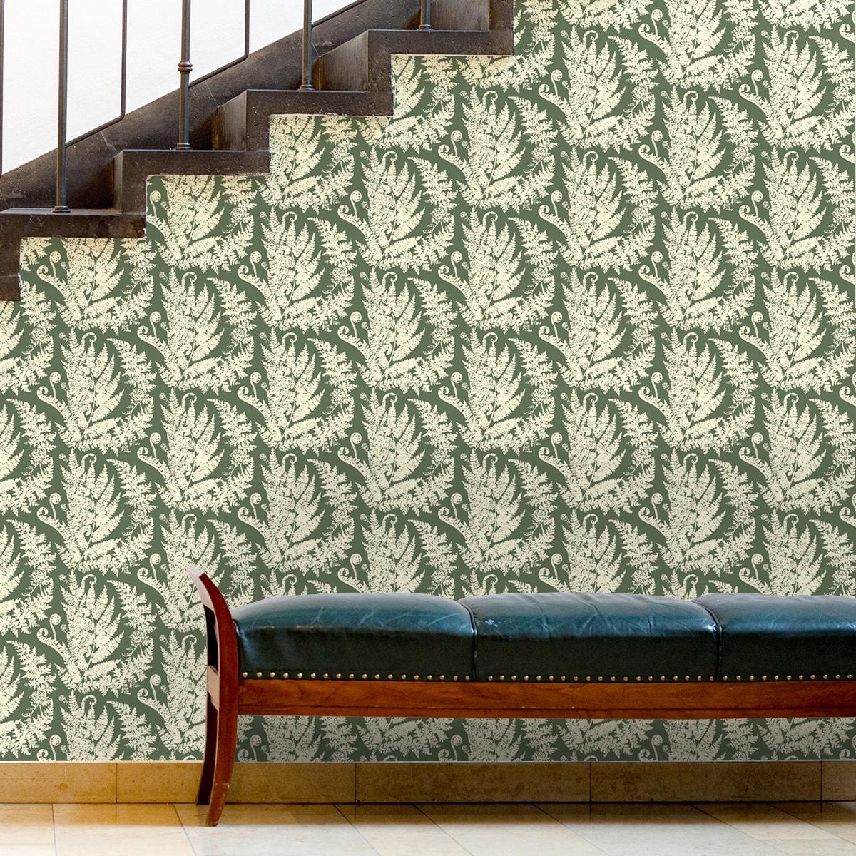 """Heidis Fernerie"" Tapete mit großem Farn Muster in grün angepasst an Little Greene Wandfarben"