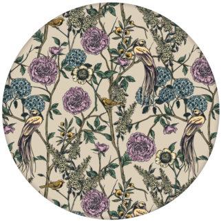 """Üppige florale Tapete """"Victorias Treasure"""" mit Paradies Vögeln & Blumen im victorianischen Stil, beige Wandgestaltung"""