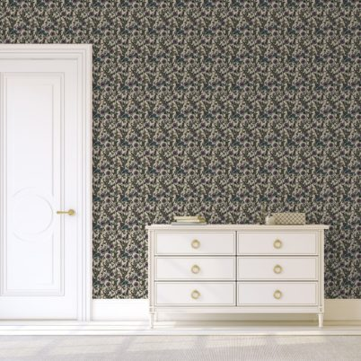 """Üppige Blumen Tapete """"Victorias Treasure"""" mit Paradies Vögeln im victorianischen Stil in beige für Schlafzimmer"""