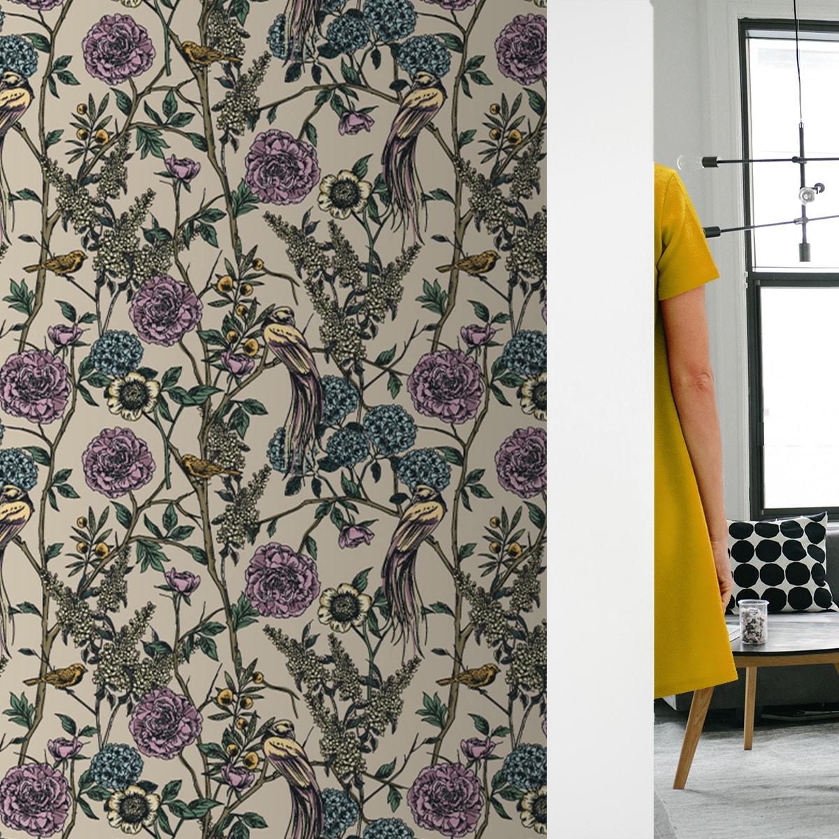 "Üppige florale Tapete ""Victorias Treasure"" mit Paradies Vögeln Blumen Vliestapete in beige - große Wandgestaltung"