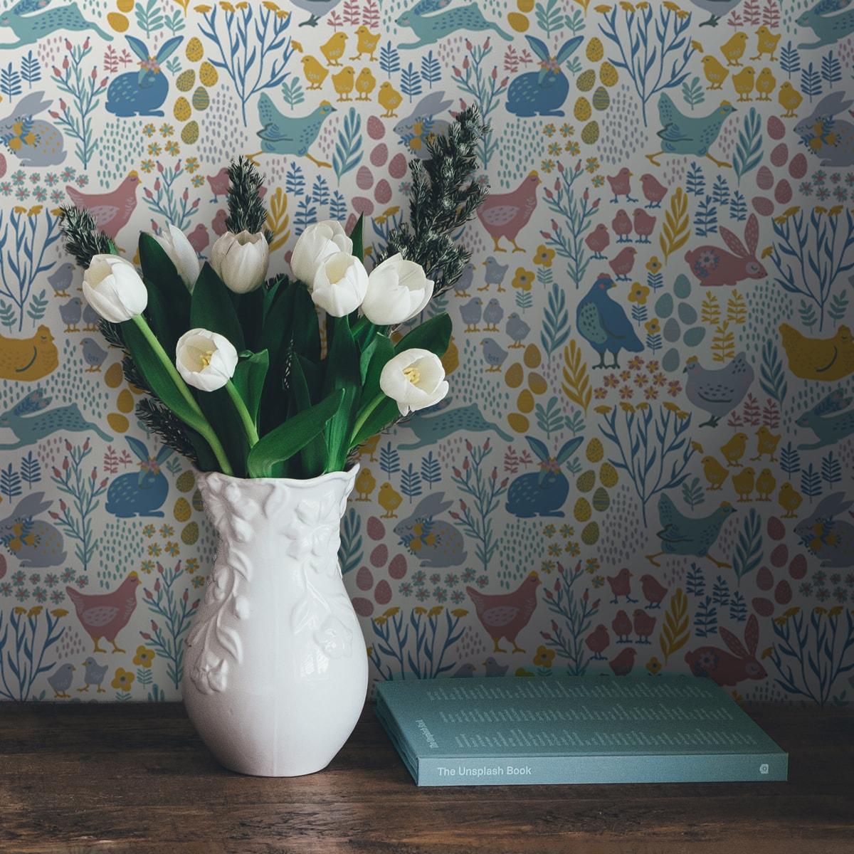 """Küchentapete gelb: Bunte Vlies Tapete """"Hoppelgarten"""" mit bunten Hühnern, Hasen und Blumen vom Land - große Wandgestaltung Küche Flur Kinderzimmer"""