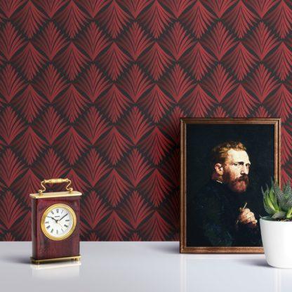 "Wandtapete rot: Ornament Tapete ""Art Deco Akanthus"" mit klassischem Blatt Muster in grau rot angepasst an Little Greene Wandfarben 2"