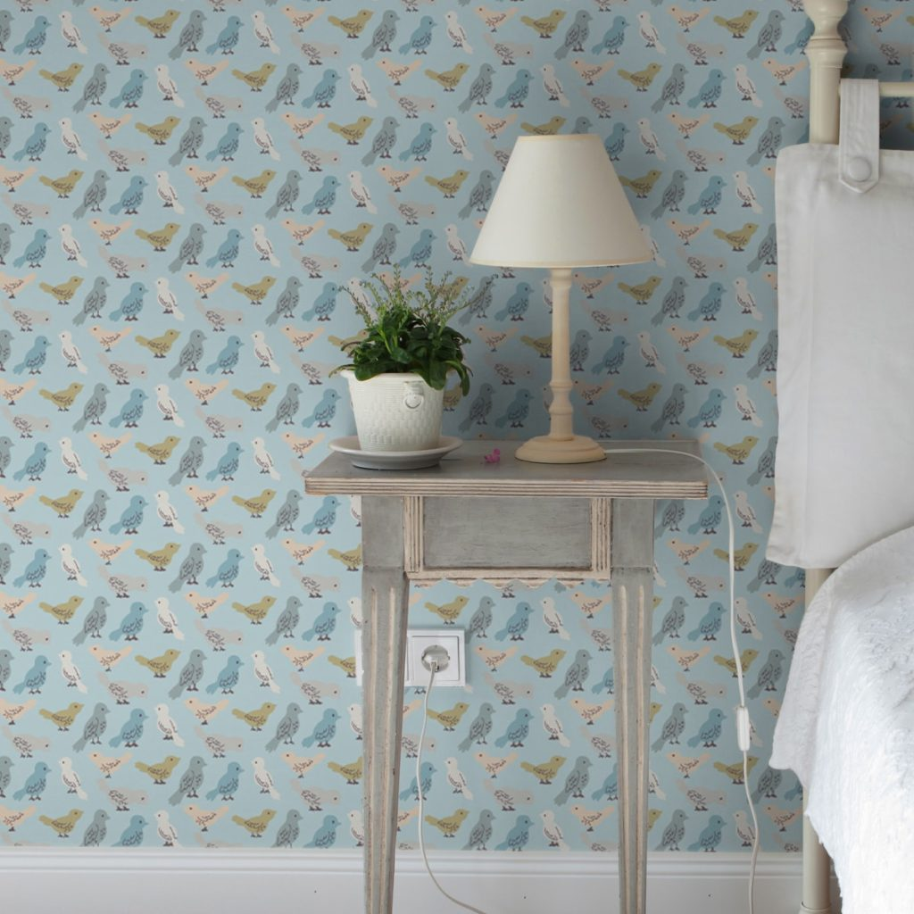 """nette Tapete """"Alle Vöglein"""" mit einem Schwarm bunter Vögel hellblau angepasst an Little Greene Wandfarben"""