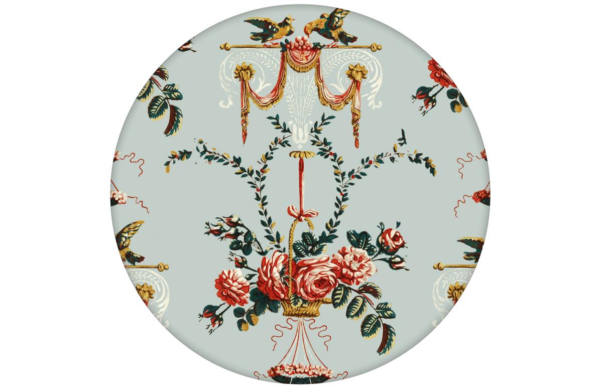 """""""Pure Rococo"""" elegante Tapete mit üppigen Rosen, Tauben und Blumen Kränzen in hellblau"""