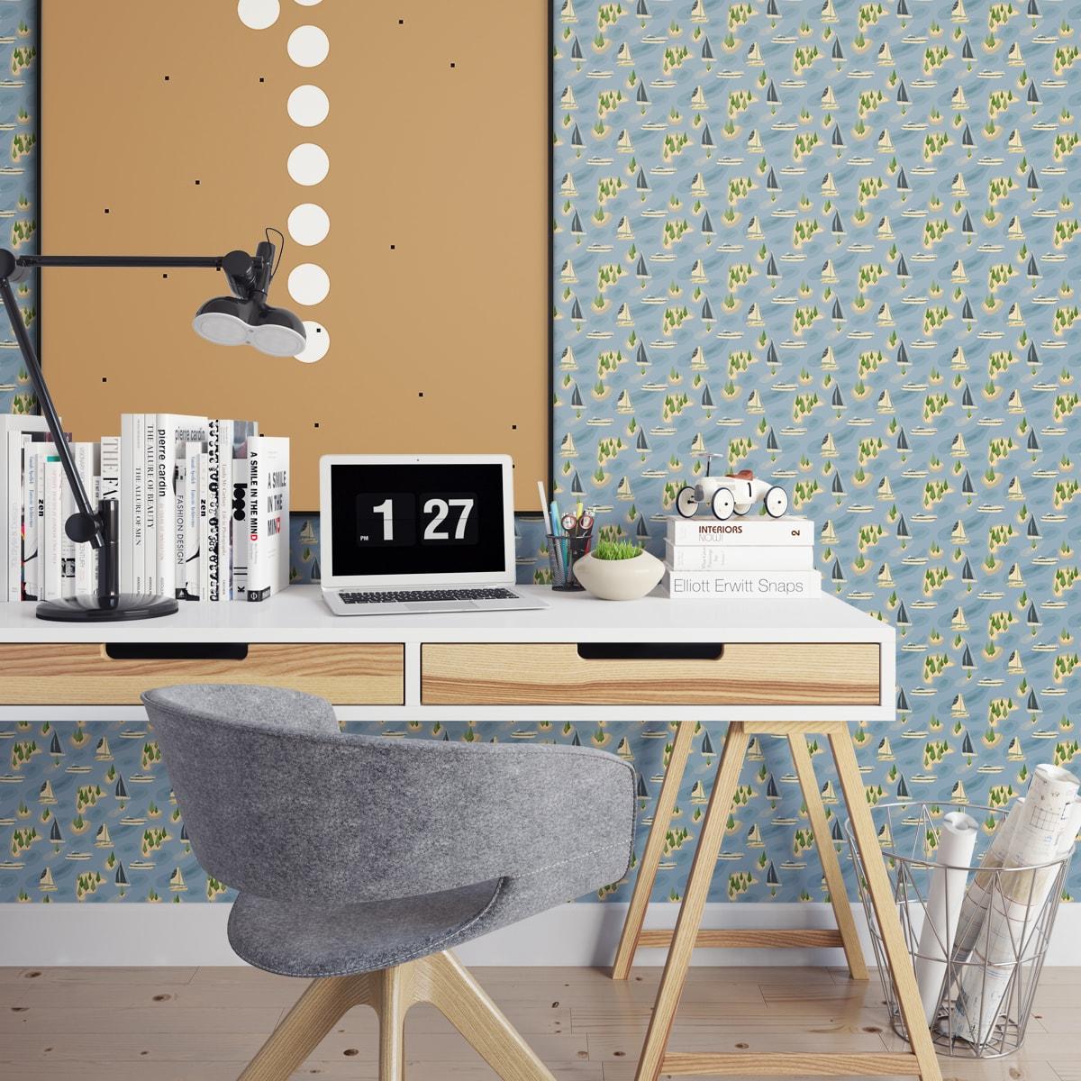 """Schlafzimmer tapezieren in mittelblau: """"Insel Hopping"""" blaue Design Tapete mit Yachten und Segel-Booten für Schlafzimmer"""