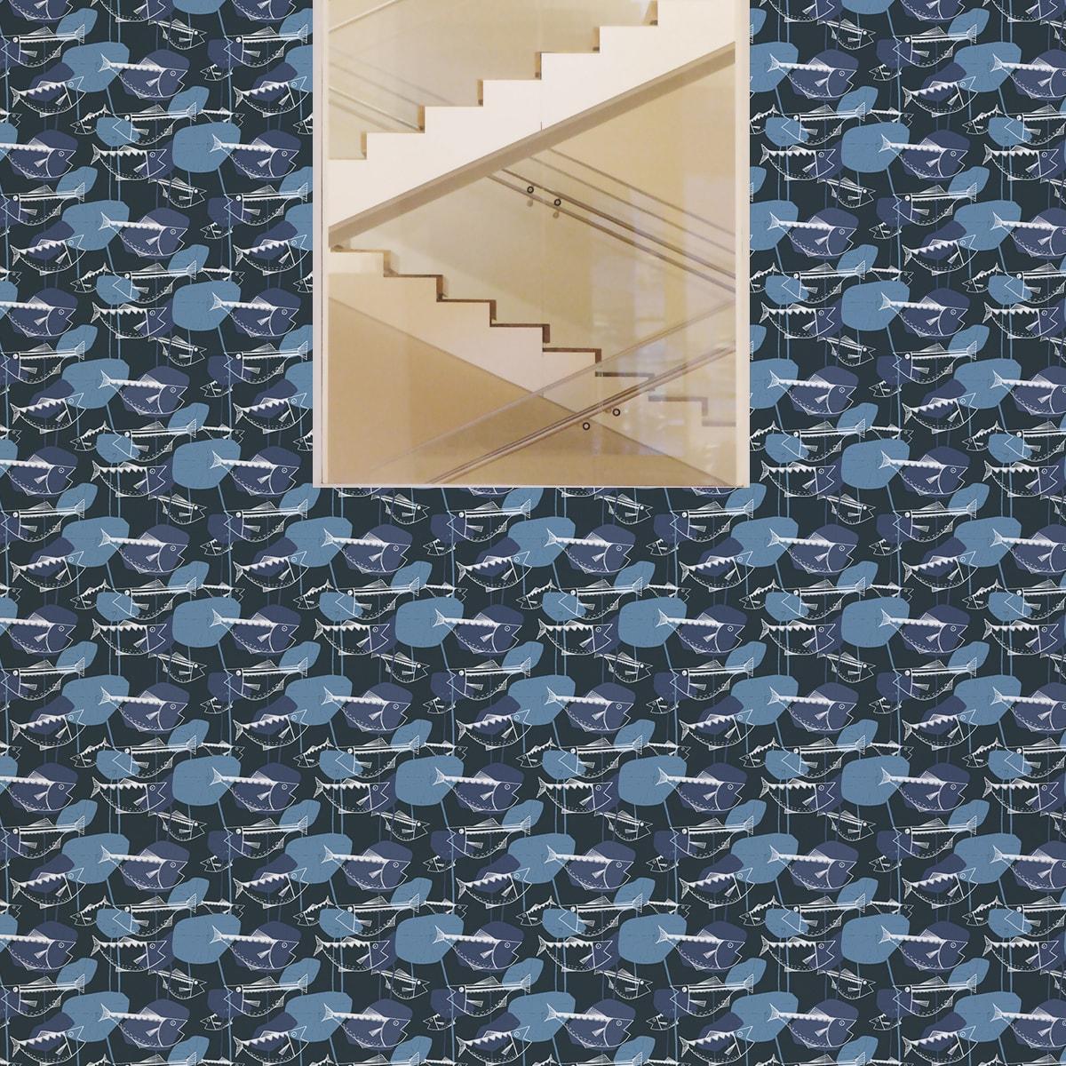 """Wandtapete dunkel blau: 70er Jahre Tapete """"Angler Glück"""" mit Fischen in lila grau Retro Wandgestaltung"""