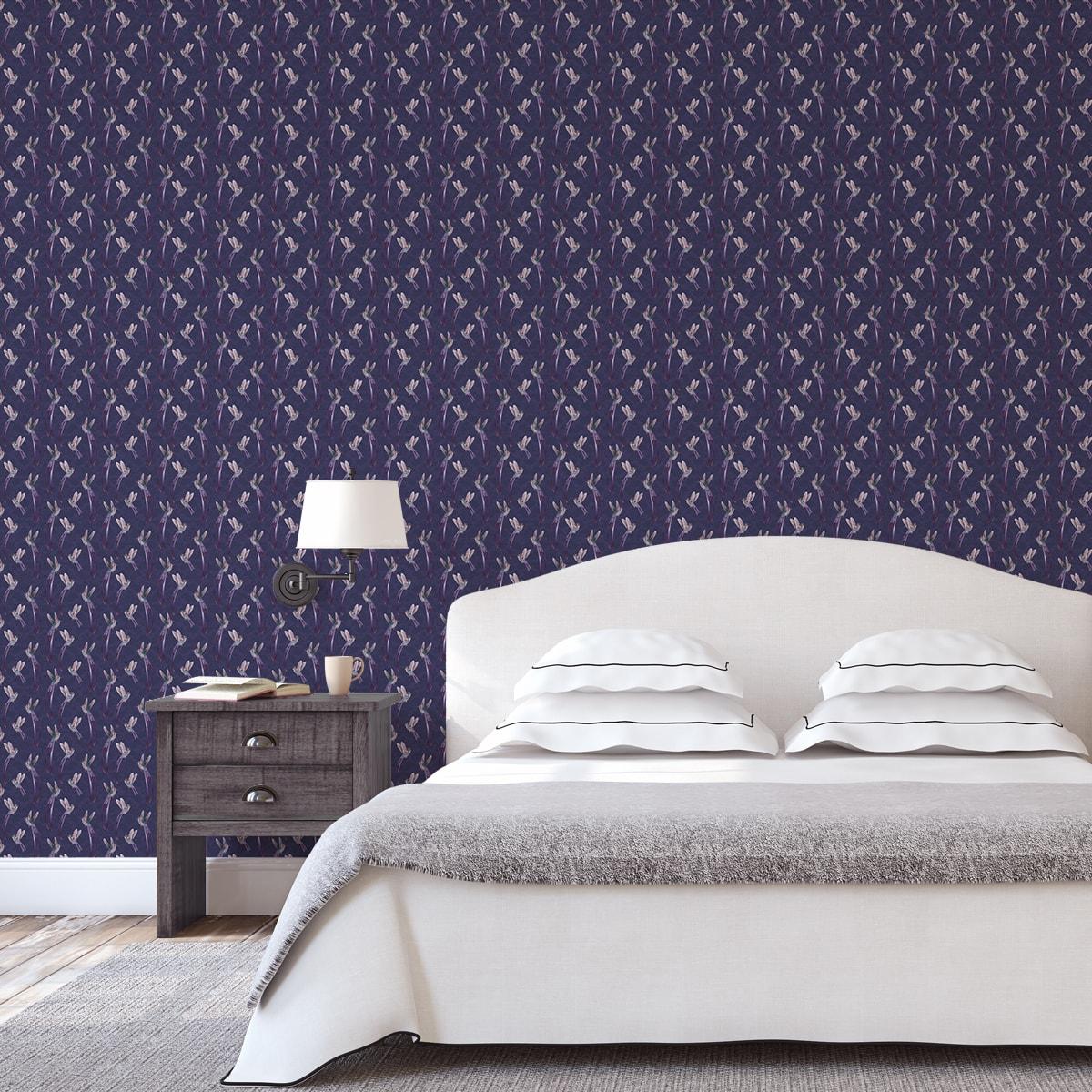 Schlafzimmer tapezieren in violett: