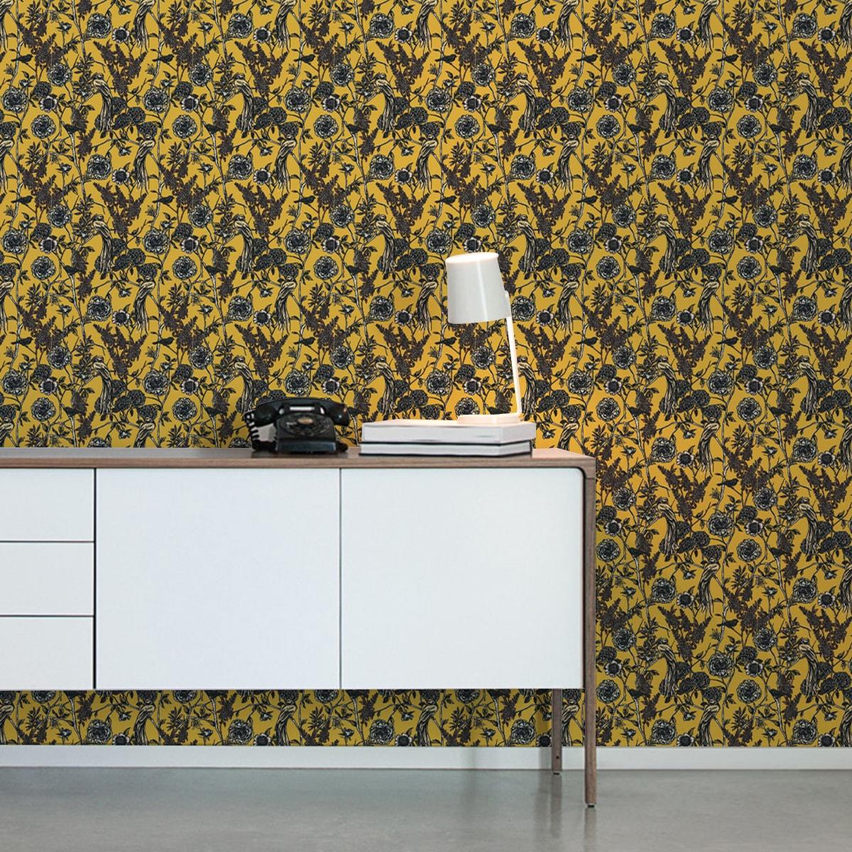 """Gelbe Blumen Tapete """"Victorias Treasure"""" mit Paradies Vögeln im victorianischen Stil florale Vliestapete"""
