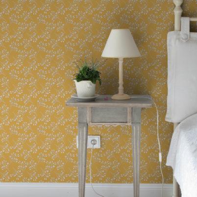 "Gelbe Tapete ""Blüten Dolden"" mit grafischer Eleganz angepasst an Farrow and Ball Wandfarben"