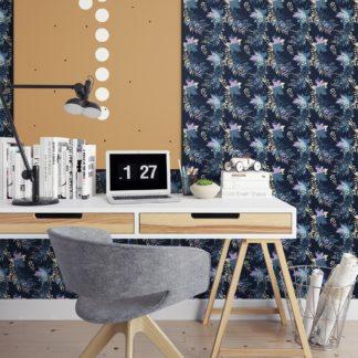 Wandtapete dunkel blau: Dunkelblaue Blumentapete Wildflowers im Retro Look, florale Tapete als Wandgestaltung