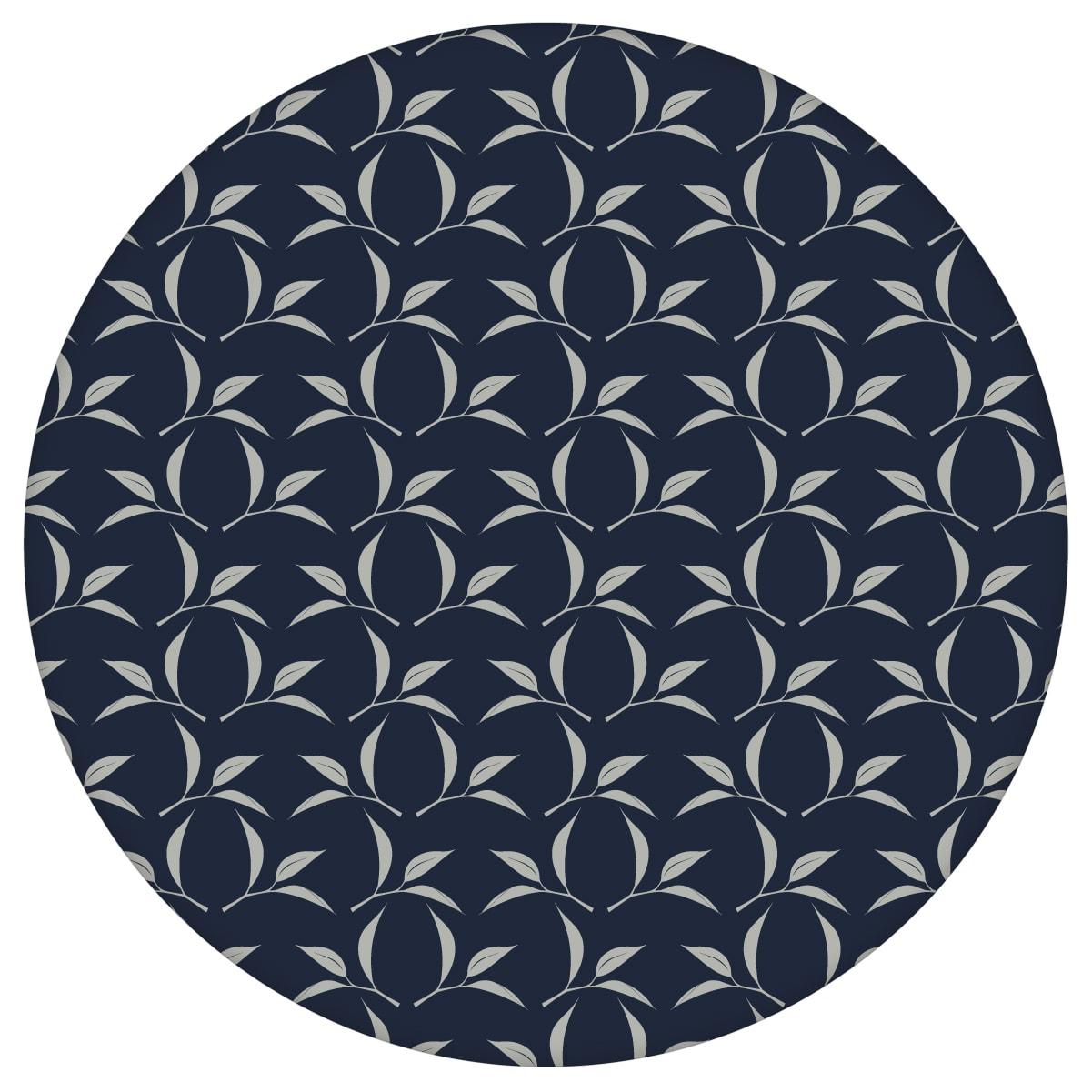 Dunkelblaue Ornamenttapete Tea Time mit Tee Blättern, Design Tapete als Wandgestaltungaus dem GMM-BERLIN.com Sortiment: blaue Tapete zur Raumgestaltung: #Ambiente #Blätter #Blaue Tapeten #interior #interiordesign #Tee #wohnzimmerGrafik für individuelles Interiordesign