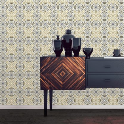 """Schlafzimmer tapezieren in creme: Moderne Tapete """"Charming Circles"""" mit Pfeil Kreisen, beige schwarze Vlies-Tapete Ornamenttapete für Schlafzimmer"""