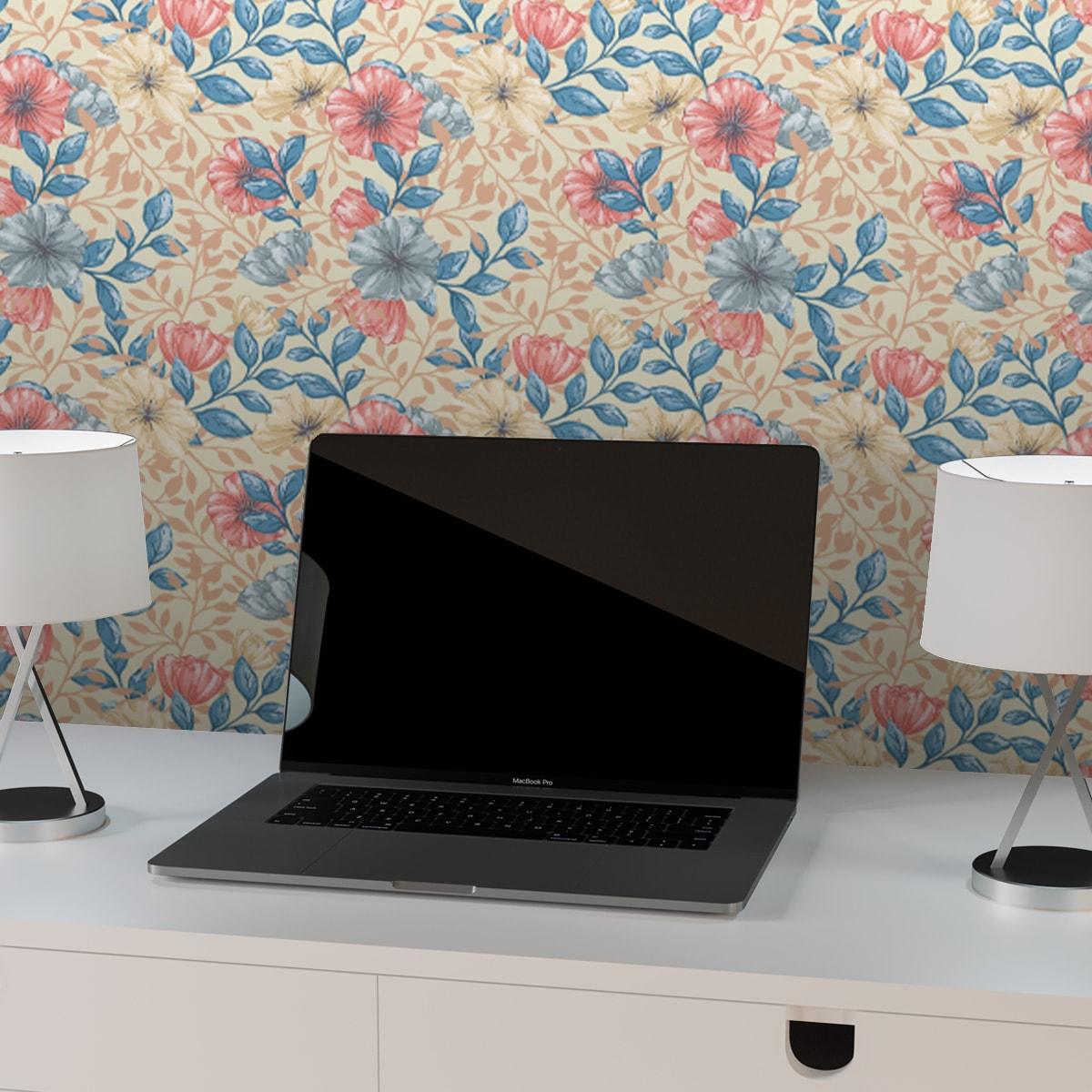 """Tapete für Büroräume mittelblau: Zarte Tapete """"Hibiskus Garten"""" mit üppigen Blüten, blau rosa Vlies Tapete Blumentapete für Flur, Büro"""
