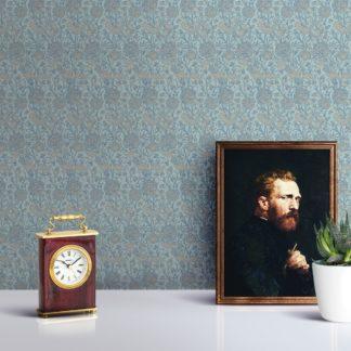 """Schlafzimmer tapezieren in mittelblau: Hellblaue Jugendstil Tapete """"Tulpen und Narzissen"""" nach William Morris, Vlies-Tapete Blumentapete für Schlafzimmer"""