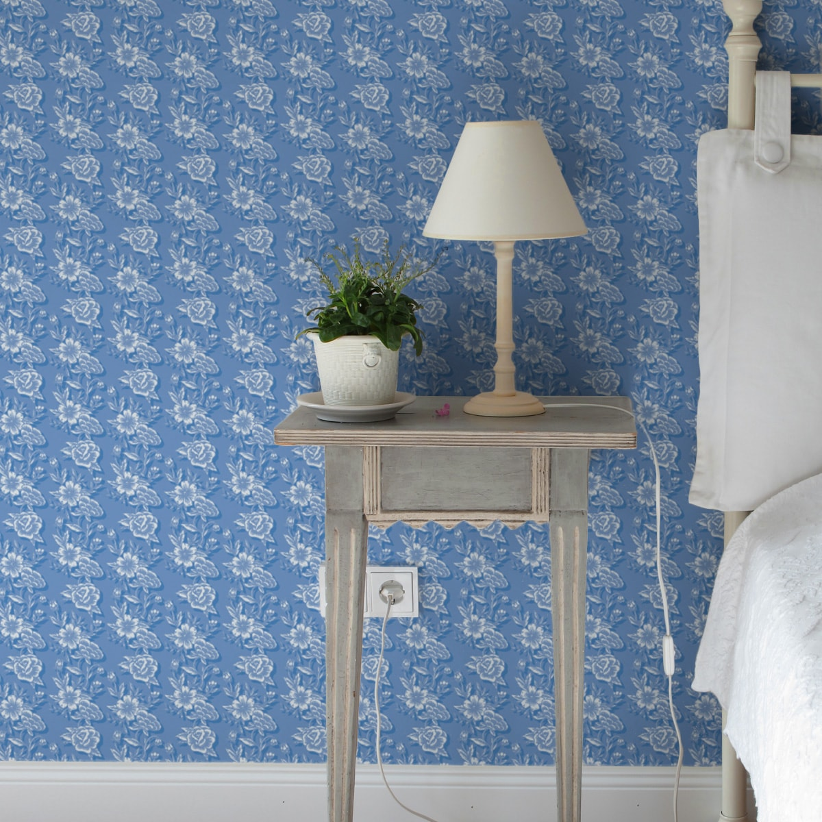 Schlafzimmer tapezieren in mittelblau: