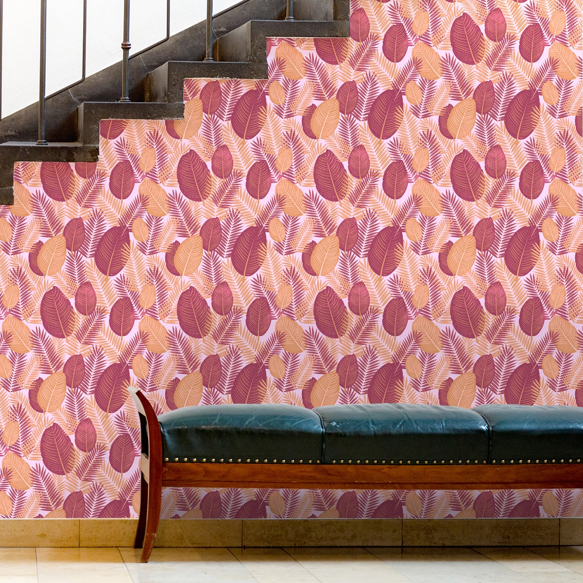 Tapete für Büroräume rot: Rote Dschungel Tapete mit großen Blättern, rote Vlies Tapete, üppige, moderne Wanddeko für Flur, Büro