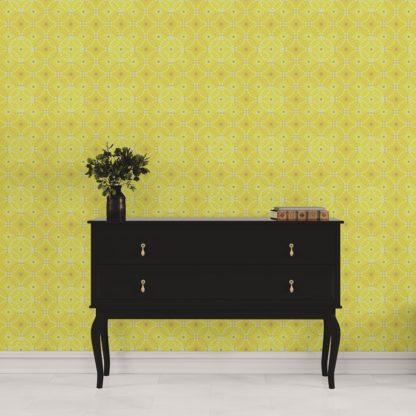 """Schlafzimmer tapezieren in gelb: Sonnige Tapete """"Charming Circles"""" mit Pfeil Kreisen, gelbe Vlies-Tapete Ornamenttapete für Schlafzimmer"""