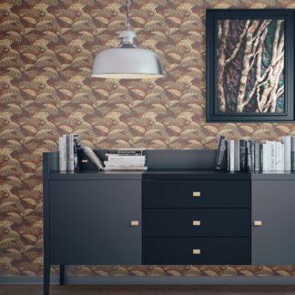 """Tapete Wohnzimmer dunkel braun: Üppige Tapete """"Wild Bananas"""" mit Blättern, braune Vlies Tapete moderne Wanddeko für Wohnzimmer"""