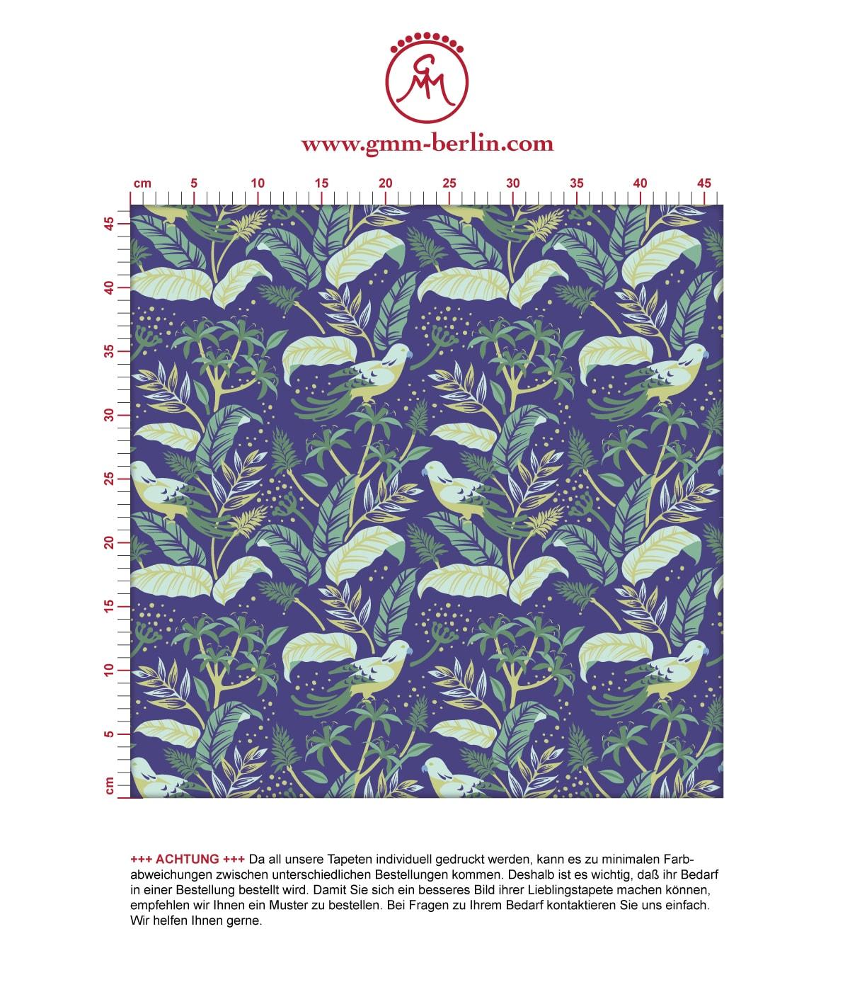 Aus dem GMM-BERLIN.com Sortiment: Schöne Tapeten in der Farbe: mittelblau,. Schöne Wandgestaltung: Dunkel blaue Tapete Wild Birds mit #blätter #dschungel #papagei #tiere #tropisch #vogel für individuelles Interiordesign