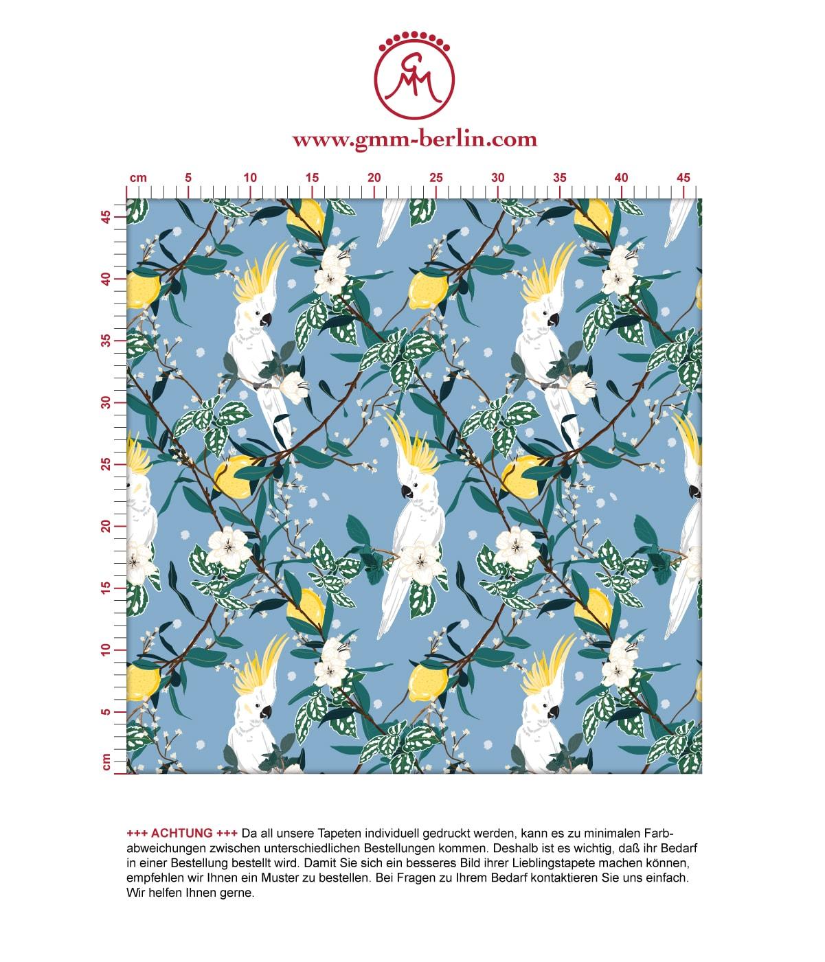 """Blaue exotische Tapete """"Tropical Summer"""" mit Zitronen & Kakadus, Vlies Tapete Blumentapete für Schlafzimmer. Aus dem GMM-BERLIN.com Sortiment: Schöne Tapeten in der Farbe: mittelblau,"""