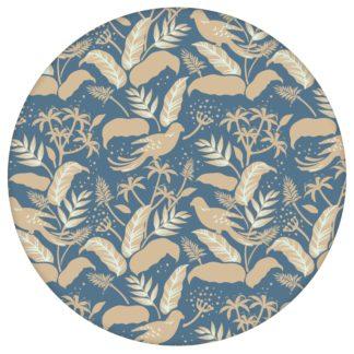 """Blau beige Dschungel Tapete """"Wild Birds"""" mit Vögeln, Vlies Tapete Blumen Tiere, schöne Blumentapete für Flur, Büroaus dem GMM-BERLIN.com Sortiment: blaue Tapete zur Raumgestaltung: #00175 #Arbeitszimmer #beige #beige – cremefarbene Tapeten #Blätter #blau #Blaue Tapeten #dschungel #Papagei #Tier Tapete #tiere #tropisch #voegel für individuelles Interiordesign"""